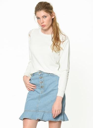 Mavi Triko Beyaz